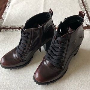 Like new black/brown stylish zip-up boots size 9!